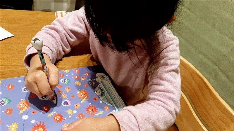 幼児ポピーで勉強する様子